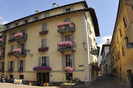 L 39 hotel dante meuble 39 a bormio 2 stelle for B b meuble dante bormio